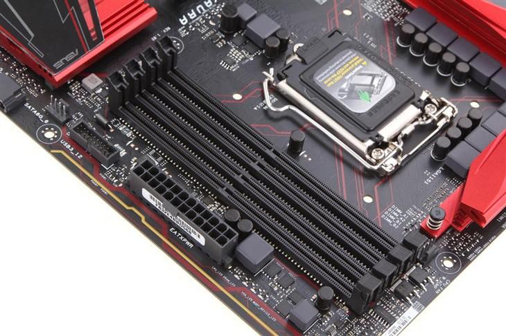 优点: 它是CPU插槽的更替,由原来的LGA 1150变为LGA 1151。虽然是针脚数量少了一个,但是缺口位置已经变了,外部形态已然是不兼容的。由于Skylake内部集成了双内存控制器,支持DDR3L和DDR4内存。而上一代也只有顶级的X99平台可以支持DDR4内存。B85芯片组的DMI 2.0总线升级为B150芯片组的DMI 3.