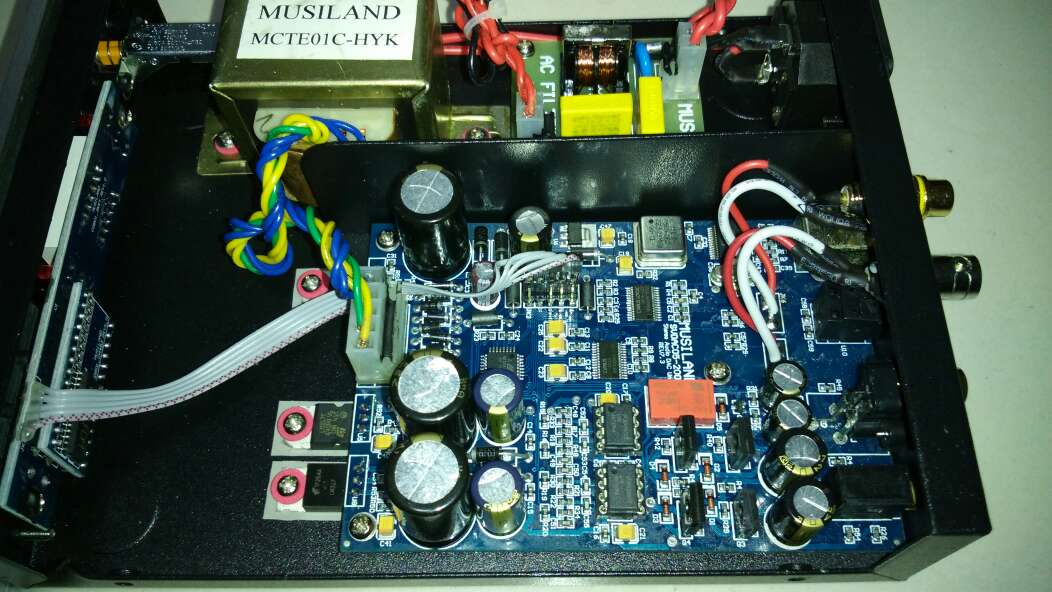 总结: 经典的双电压供电,不过拆开了才知道电容还是太省料了。反正也是要磨机的,全换成了同尺寸的容量相近的顶级电解,还有运放Ti5534换成LME49710。解析力提高了,但是渲染少了,声音细节太多有点过于直白了。不过改后颜值高了,动态高了用来看电影好,哈哈!